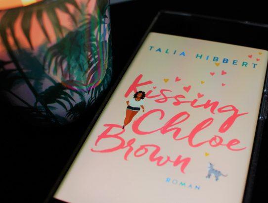 "Rezension zu ""Kissing Chloe Brown"" von Talia Hibbert"
